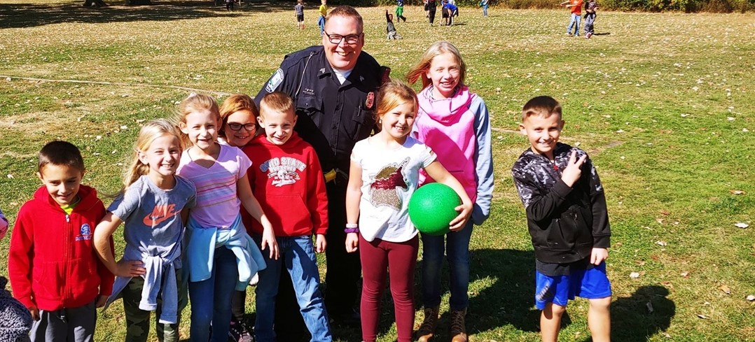 Officer McGlenn and Edgewood students at recess